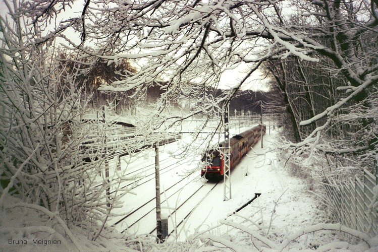 Image de train - il neige à Paris !